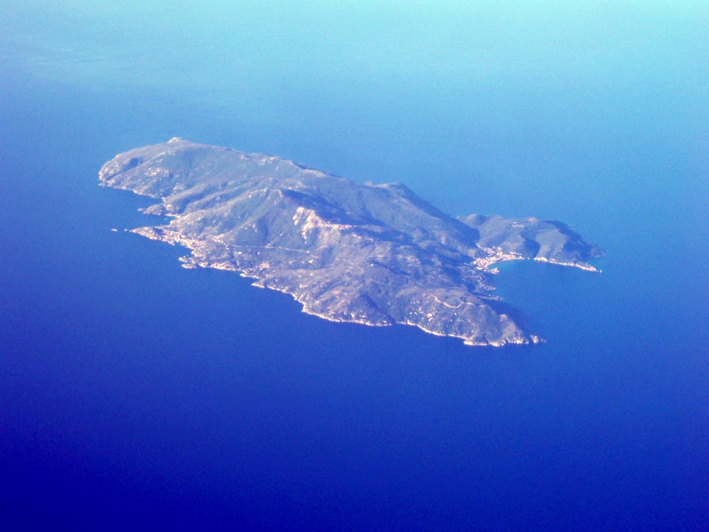 Aerial_view_of_Isola_del_Giglio_2006-06-04